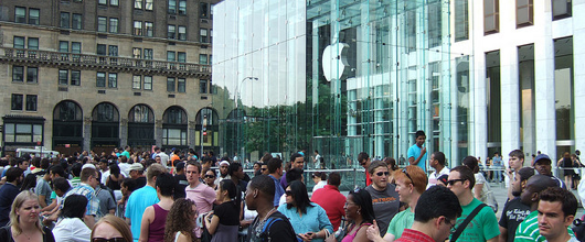 Apple Store with massive line